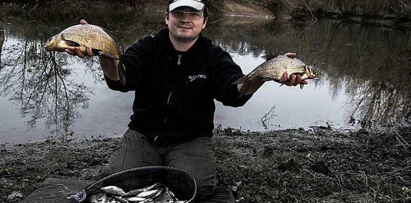 Pêche de brèmes en rivière avec des amorces épicées